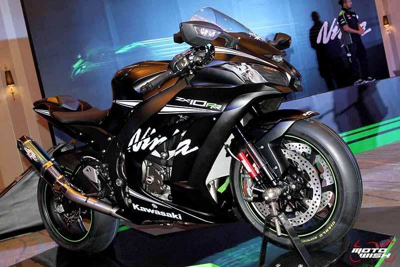 MotoWish 2017 Kawasaki Ninja ZX10RR KRT 01 - รหัสพันธุกรรมจากสนามแข่ง Kawasaki Ninja ZX-10RR เปิดตัว พร้อมราคาขายในไทย - คาวาซากิ ประเทศไทย ได้ฤกษ์เปิดตัว Kawasaki Ninja ZX-10RR พร้อมจำหน่ายในประเทศไทยด้วยจำนวนจำกัด เพียง 30 เท่านั้น Kawasaki Ninja ZX-10RR รถสแตนดาร์ดที่ออกแบบมาเพื่อคว้าชัยชนะในการแข่งขันรายการระดับโลก Ninja ZX-10RR ปลดเปลื้องอุปกรณ์