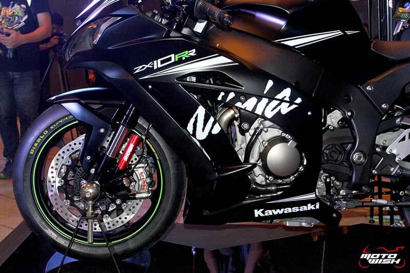 MotoWish 2017 Kawasaki Ninja ZX10RR KRT 05 - รหัสพันธุกรรมจากสนามแข่ง Kawasaki Ninja ZX-10RR เปิดตัว พร้อมราคาขายในไทย - คาวาซากิ ประเทศไทย ได้ฤกษ์เปิดตัว Kawasaki Ninja ZX-10RR พร้อมจำหน่ายในประเทศไทยด้วยจำนวนจำกัด เพียง 30 เท่านั้น Kawasaki Ninja ZX-10RR รถสแตนดาร์ดที่ออกแบบมาเพื่อคว้าชัยชนะในการแข่งขันรายการระดับโลก Ninja ZX-10RR ปลดเปลื้องอุปกรณ์
