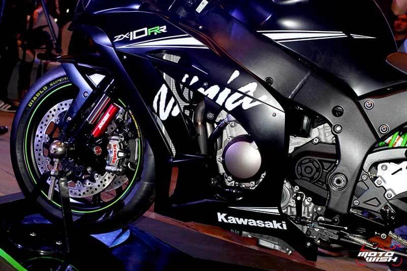 MotoWish 2017 Kawasaki Ninja ZX10RR KRT 07 - รหัสพันธุกรรมจากสนามแข่ง Kawasaki Ninja ZX-10RR เปิดตัว พร้อมราคาขายในไทย - คาวาซากิ ประเทศไทย ได้ฤกษ์เปิดตัว Kawasaki Ninja ZX-10RR พร้อมจำหน่ายในประเทศไทยด้วยจำนวนจำกัด เพียง 30 เท่านั้น Kawasaki Ninja ZX-10RR รถสแตนดาร์ดที่ออกแบบมาเพื่อคว้าชัยชนะในการแข่งขันรายการระดับโลก Ninja ZX-10RR ปลดเปลื้องอุปกรณ์