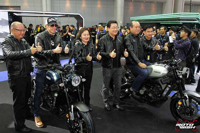 MotoWish Yamaha XSR900 Motor Expo 2016 Price - Yamaha เปิดราคา XSR900 : 429,000 บาท และรถออโตเมติก Aerox 155 ราคา 63,900 บาท (Motor Expo 2016) - ไทยยามาฮ่า มอเตอร์ เปิดตัวรถเรทโทรไบค์หัวใจสปอร์ต XSR900 ให้สาวกแนวๆได้จับจองเป็นเจ้าของ พร้อมรับรถได้ทันทีให้เพื่อนๆได้ออกทริปหนาวนี้  YAMAHA XSR900 มี 3 สี ให้คุณได้สัมผัส คือ GARAGE METAL, MIDNIGHT BLACK และ ROCK SLATE  เปิดจองพร้อมกันทั่วประเทศแล้ววันนี้ ในราคา 429,000 บาท และรับรถได้ทันที