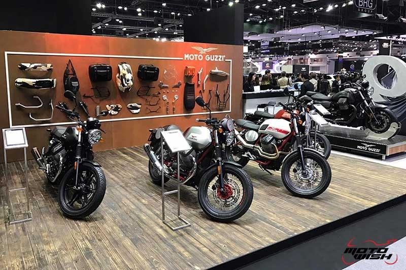 Motowish Moto Expo 2016Moto Guzzi 1 - Moto Guzzi ปล่อยของดี รถคัสตอม V9 Bobber และ V9 Roamer สุดแนว (Motor Expo 2016) - โมโต กุซซี่ (Moto Guzzi) เป็นอีกแบรนด์หนึ่งที่ เวสปิอาริโอ นำเข้ามาจำหน่ายในประเทศไทยอย่างเป็นทางการ สำหรับแบรนด์ Moto Guzzi มีตราสัญลักษณ์เป็นรูปนกอินทรีกางปีกแดง และมีประวัติศาสตร์มายาวนานมาตั้งแต่ ค.ศ. 1921 นั่นทำให้แบรนด์นี้มีอายุกว่า 95 ปี