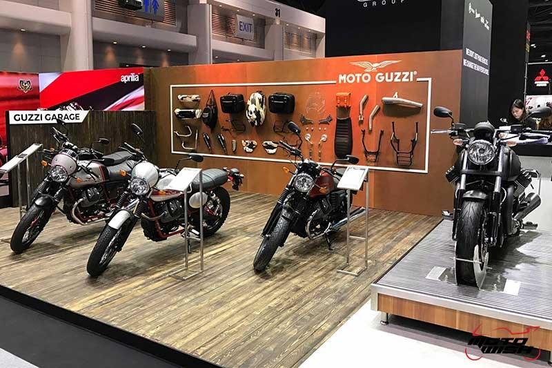 Motowish Moto Expo 2016Moto Guzzi 3 - Moto Guzzi ปล่อยของดี รถคัสตอม V9 Bobber และ V9 Roamer สุดแนว (Motor Expo 2016) - โมโต กุซซี่ (Moto Guzzi) เป็นอีกแบรนด์หนึ่งที่ เวสปิอาริโอ นำเข้ามาจำหน่ายในประเทศไทยอย่างเป็นทางการ สำหรับแบรนด์ Moto Guzzi มีตราสัญลักษณ์เป็นรูปนกอินทรีกางปีกแดง และมีประวัติศาสตร์มายาวนานมาตั้งแต่ ค.ศ. 1921 นั่นทำให้แบรนด์นี้มีอายุกว่า 95 ปี