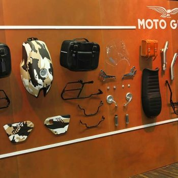 Motowish Moto Expo 2016Moto Guzzi 6 350x350 - Moto Guzzi ปล่อยของดี รถคัสตอม V9 Bobber และ V9 Roamer สุดแนว (Motor Expo 2016) - โมโต กุซซี่ (Moto Guzzi) เป็นอีกแบรนด์หนึ่งที่ เวสปิอาริโอ นำเข้ามาจำหน่ายในประเทศไทยอย่างเป็นทางการ สำหรับแบรนด์ Moto Guzzi มีตราสัญลักษณ์เป็นรูปนกอินทรีกางปีกแดง และมีประวัติศาสตร์มายาวนานมาตั้งแต่ ค.ศ. 1921 นั่นทำให้แบรนด์นี้มีอายุกว่า 95 ปี