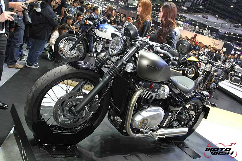 Motowish Moto Expo 2016Triumph 4 - Triumph เปิดตัว 5 รุ่นใหม่ มีไฮไลท์ Bonneville Bobber และ Street Scrabler ให้สัมผัสครั้งแรกในเอเชีย  (Motor Expo 2016) - ถือเป็นปรากฏการณ์สุดเอ็กซ์คลูซีฟ เมื่อ Triumph Motorcycle Thailand เปิดตัวสุดยอดไฮไลท์แห่งปี บอนเนวิลล์ บอบเบอร์ (Bonneville Bobber) และ สตรีท สแครมเบลอร์ (Street Scrambler) เป็นครั้งแรกในเอเชีย โดยทั้ง 2 รุ่น มาพร้อมเทคโนโลยีสุดล้ำสมัยแต่ยังคงเอกลักษณ์ตามแบบฉบับบอนเนวิลล์ไว้อย่างครบถ้วน