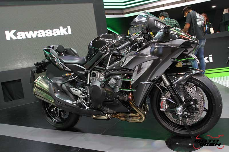 Motowish Moto Expo 2017Kawasaki - เปิดตัวยิ่งใหญ่ Kawasaki เปิดโฉมรถใหม่ทุกโมเดล  Versys X300 & W800 ก็มา (Motor Expo 2016) - บริษัท คาวาซากิ มอเตอร์ เอ็นเตอร์ไพรส์ (ประเทศไทย) จำกัด มอบประสบการณ์สุดพิเศษให้แก่นักขับขี่ และผู้สนใจบิ๊กไบค์ จัดใหญ่ด้วยการแสดงรถโมเดลใหม่ล่าสุดของปี 2017 โดยไฮไลท์ภายในงานอยู่ที่รถตระกูล Ninja สุดยอดโมเดลสายพันธุ์แชมป์ Ninja ZX-10RR