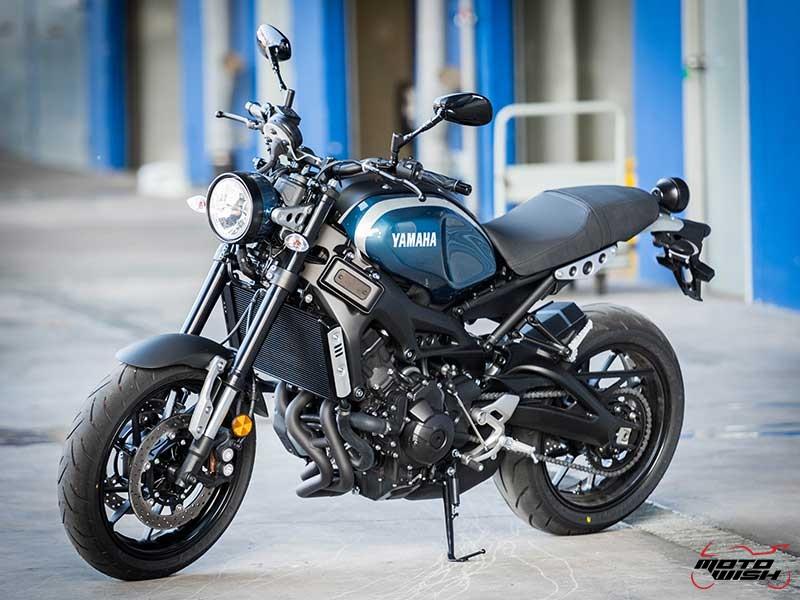 """Motowish Yamaha XSR 900 1 - Review : Yamaha XSR900 เท่ห์บาดใจ เรทโทรไบค์ หัวใจสปอร์ต - """"แต่ดูรวมๆ แล้วมีเสน่ห์เหลือเกิน ไม่ต้องมาเขิน ฉันพูดจริงๆ เธอมีเสน่ห์มากมาย จะน่ารักไปไหน อยากจะได้แอบอิง ยิ่งดูยิ่งมีเสน่ห์"""" แหม่!! อารมณ์ดีดี๊ มันใช่เลยกับความรู้สึกแบบนี้ รอคอยกันมาแรมปีกับของดีที่ Yamaha Riders' Club Thailand นำมาให้สาวกได้จับจองเป็นเจ้าของกันแล้ว สำหรับ Yamaha XSR 900 รถสปอร์ตคลาสสิคเรทโทร ทั้งชิค ทั้งไฮโซ เทคโนโลยีโก้ๆ และสมรรถนะเต็มคัน"""