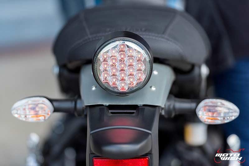"""Motowish Yamaha XSR 900 18 - Review : Yamaha XSR900 เท่ห์บาดใจ เรทโทรไบค์ หัวใจสปอร์ต - """"แต่ดูรวมๆ แล้วมีเสน่ห์เหลือเกิน ไม่ต้องมาเขิน ฉันพูดจริงๆ เธอมีเสน่ห์มากมาย จะน่ารักไปไหน อยากจะได้แอบอิง ยิ่งดูยิ่งมีเสน่ห์"""" แหม่!! อารมณ์ดีดี๊ มันใช่เลยกับความรู้สึกแบบนี้ รอคอยกันมาแรมปีกับของดีที่ Yamaha Riders' Club Thailand นำมาให้สาวกได้จับจองเป็นเจ้าของกันแล้ว สำหรับ Yamaha XSR 900 รถสปอร์ตคลาสสิคเรทโทร ทั้งชิค ทั้งไฮโซ เทคโนโลยีโก้ๆ และสมรรถนะเต็มคัน"""