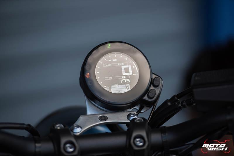 """Motowish Yamaha XSR 900 19 - Review : Yamaha XSR900 เท่ห์บาดใจ เรทโทรไบค์ หัวใจสปอร์ต - """"แต่ดูรวมๆ แล้วมีเสน่ห์เหลือเกิน ไม่ต้องมาเขิน ฉันพูดจริงๆ เธอมีเสน่ห์มากมาย จะน่ารักไปไหน อยากจะได้แอบอิง ยิ่งดูยิ่งมีเสน่ห์"""" แหม่!! อารมณ์ดีดี๊ มันใช่เลยกับความรู้สึกแบบนี้ รอคอยกันมาแรมปีกับของดีที่ Yamaha Riders' Club Thailand นำมาให้สาวกได้จับจองเป็นเจ้าของกันแล้ว สำหรับ Yamaha XSR 900 รถสปอร์ตคลาสสิคเรทโทร ทั้งชิค ทั้งไฮโซ เทคโนโลยีโก้ๆ และสมรรถนะเต็มคัน"""