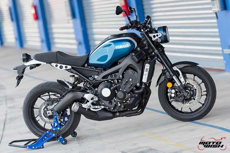 """Motowish Yamaha XSR 900 20 - Review : Yamaha XSR900 เท่ห์บาดใจ เรทโทรไบค์ หัวใจสปอร์ต - """"แต่ดูรวมๆ แล้วมีเสน่ห์เหลือเกิน ไม่ต้องมาเขิน ฉันพูดจริงๆ เธอมีเสน่ห์มากมาย จะน่ารักไปไหน อยากจะได้แอบอิง ยิ่งดูยิ่งมีเสน่ห์"""" แหม่!! อารมณ์ดีดี๊ มันใช่เลยกับความรู้สึกแบบนี้ รอคอยกันมาแรมปีกับของดีที่ Yamaha Riders' Club Thailand นำมาให้สาวกได้จับจองเป็นเจ้าของกันแล้ว สำหรับ Yamaha XSR 900 รถสปอร์ตคลาสสิคเรทโทร ทั้งชิค ทั้งไฮโซ เทคโนโลยีโก้ๆ และสมรรถนะเต็มคัน"""