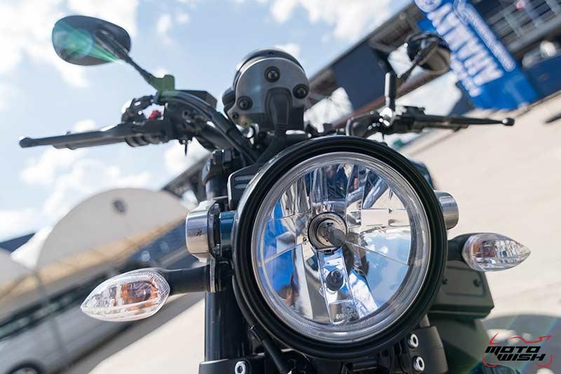 """Motowish Yamaha XSR 900 8 - Review : Yamaha XSR900 เท่ห์บาดใจ เรทโทรไบค์ หัวใจสปอร์ต - """"แต่ดูรวมๆ แล้วมีเสน่ห์เหลือเกิน ไม่ต้องมาเขิน ฉันพูดจริงๆ เธอมีเสน่ห์มากมาย จะน่ารักไปไหน อยากจะได้แอบอิง ยิ่งดูยิ่งมีเสน่ห์"""" แหม่!! อารมณ์ดีดี๊ มันใช่เลยกับความรู้สึกแบบนี้ รอคอยกันมาแรมปีกับของดีที่ Yamaha Riders' Club Thailand นำมาให้สาวกได้จับจองเป็นเจ้าของกันแล้ว สำหรับ Yamaha XSR 900 รถสปอร์ตคลาสสิคเรทโทร ทั้งชิค ทั้งไฮโซ เทคโนโลยีโก้ๆ และสมรรถนะเต็มคัน"""
