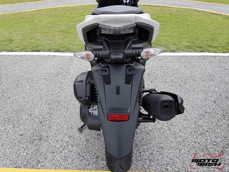 Yamaha Aerox 155 23 - Yamaha Aerox 155 cc. สปอร์ตออโตเมติกเต็มพิกัดล้ำเทคโนโลยี - บจ.ไทยยามาฮ่ามอเตอร์ เปิดตัวรถรุ่นใหม่ Yamaha Aerox 155 cc. ยามาฮ่า แอร็อกซ์ 155 ซีซี สปอร์ตออโตเมติกเต็มพิกัดจัดเต็มด้วยเทคโนโลยี ที่ตอบสนองความต้องการของผู้ที่ชื่นชอบรถ Sport Performance AT