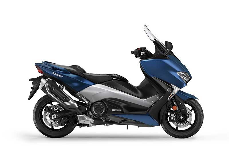 Yamaha TMAX 2017 3 - Yamaha T-Max 2017 พลิกโฉมทั้งที โชว์ของดีถึง 3 รุ่น (EICMA 2016) - เดินสายการผลิตมายาวนานถึง 15 ปี สำหรับสกู๊ตเตอร์อารมณ์สปอร์ตอย่าง Yamaha T-Max ล่าสุดในงาน EICMA 2016 ได้เวลาเผยโฉมสกู๊ตเตอร์เรือธงจากค่ายส้อมเสียงโมเดลล่าสุด Yamaha T-Max 2017 ปล่อยออกมาพร้อมกันถึง 3 รุ่น ได้แก่