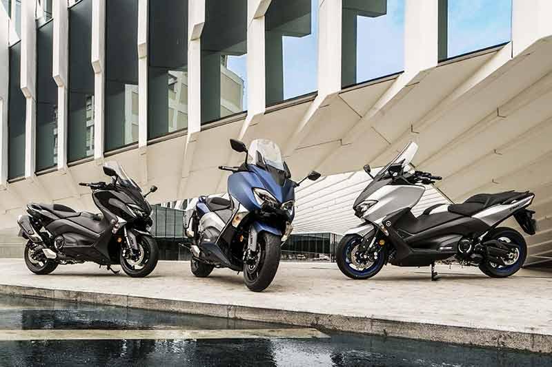 Yamaha TMAX 2017 9 - Yamaha T-Max 2017 พลิกโฉมทั้งที โชว์ของดีถึง 3 รุ่น (EICMA 2016) - เดินสายการผลิตมายาวนานถึง 15 ปี สำหรับสกู๊ตเตอร์อารมณ์สปอร์ตอย่าง Yamaha T-Max ล่าสุดในงาน EICMA 2016 ได้เวลาเผยโฉมสกู๊ตเตอร์เรือธงจากค่ายส้อมเสียงโมเดลล่าสุด Yamaha T-Max 2017 ปล่อยออกมาพร้อมกันถึง 3 รุ่น ได้แก่
