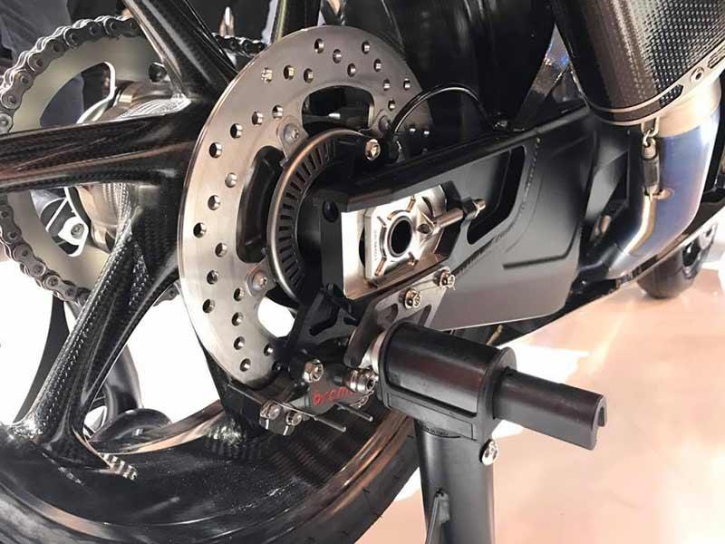 bmw hp4 race 7 - BMW เปิดตัว HP4 Race Prototype รถต้นแบบเฟรมคาร์บอนไฟเบอร์ (EICMA 2016) - BMW Motorrad ผู้ผลิตซุปเปอร์ไบค์ตัวแรงขวัญใจวัยรุ่น เปิดตัวซุปเปอร์ที่ผลิตจากคาร์บอนไฟเบอร์ให้แฟนๆได้หัวใจเต้น และอยากเป็นเจ้าของในทันที รถรุ่นนี้มีชื่อว่า HP4 Race Prototype เป็นรถต้นแบบที่มีความพิเศษด้วยเฟรมตัวถัง และล้อที่ทำจากคาร์บอนไฟเบอร์ ด้วยการ