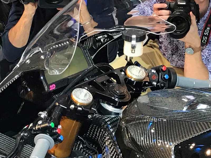 bmw hp4 race 9 - BMW เปิดตัว HP4 Race Prototype รถต้นแบบเฟรมคาร์บอนไฟเบอร์ (EICMA 2016) - BMW Motorrad ผู้ผลิตซุปเปอร์ไบค์ตัวแรงขวัญใจวัยรุ่น เปิดตัวซุปเปอร์ที่ผลิตจากคาร์บอนไฟเบอร์ให้แฟนๆได้หัวใจเต้น และอยากเป็นเจ้าของในทันที รถรุ่นนี้มีชื่อว่า HP4 Race Prototype เป็นรถต้นแบบที่มีความพิเศษด้วยเฟรมตัวถัง และล้อที่ทำจากคาร์บอนไฟเบอร์ ด้วยการ