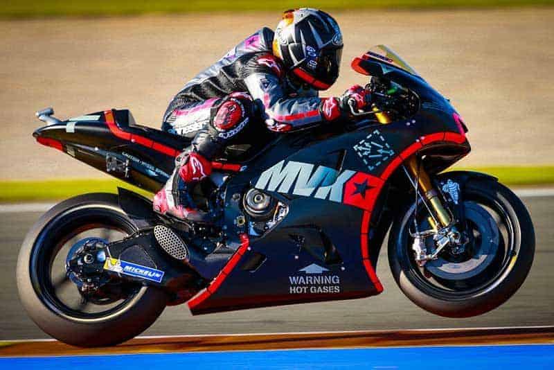 movistar yamaha motogp valencia test 2017 1 - ปิญาเลส ท็อปฟอร์มขึ้นแท่นอันดับ 1 ทั้ง 2 วัน ในโปรแกรมการทดสอบรถใหม่ ปี 2017 - การทดสอบรถ MotoGP 2017 มาเวอริค ปิญาเลส ยังเป็นตัวชูโรงในการทดสอบรถที่บาเลนเซีย ด้วยการกดเวลาต่ำกว่า 1'30s และขึ้นแท่นอันดับ 1 ทั้ง 2 วันในการทดสอบ ส่วนคู่หูรุ่นใหญ่ รอสซี่ก็ทำเวลาได้ดี แต่ยังไม่เป็นที่น่าพอใจสำหรับตัวเขาเอง
