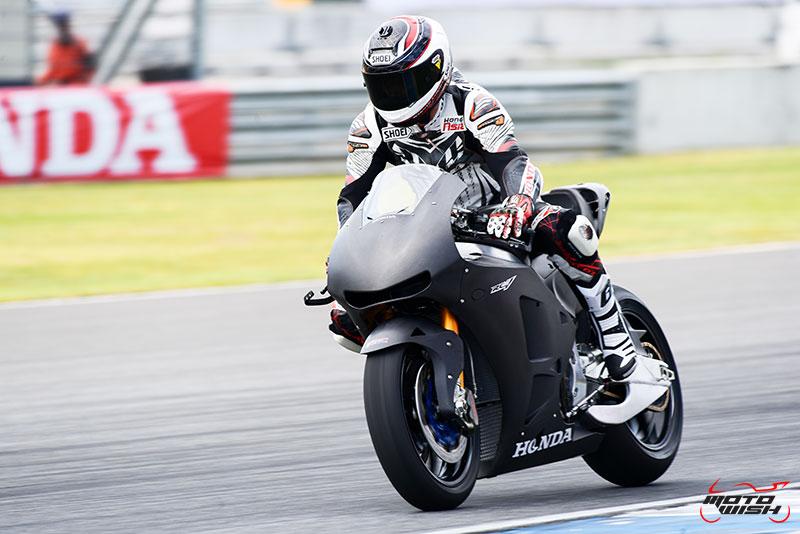 MotoWish Honda RC213V s Review Thailand 2 - A.P.Honda จัดรถเทพ RC213V-s ราคา 8.7 ล้านบาท ลั่นโชว์ ณ สนามช้างฯ เซอร์กิต - หลังจากที่ บริษัท เอ.พี.ฮอนด้า จำกัด เปิดตัวสุดยอดรถโปรดักชั่น Honda RC213V-s พร้อมจำหน่ายและมีพิธีส่งมอบรถในงาน Motor Expo 2016 แบบแฟนๆชาวสองล้อยังไม่ทันหายตะลึง ในความสวยโหดและราคาที่สุดติ่ง