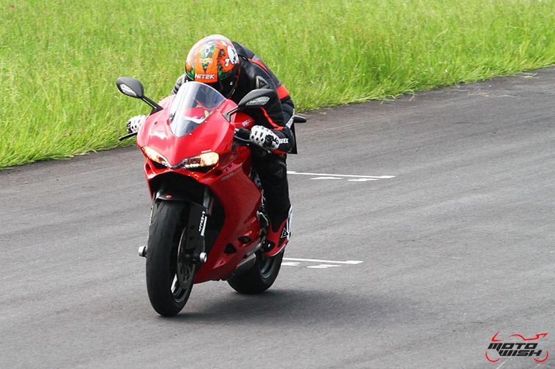 Review : Ducati 959 Panigale หล่อ หรู แบบมีเอกลักษณ์   MOTOWISH 73
