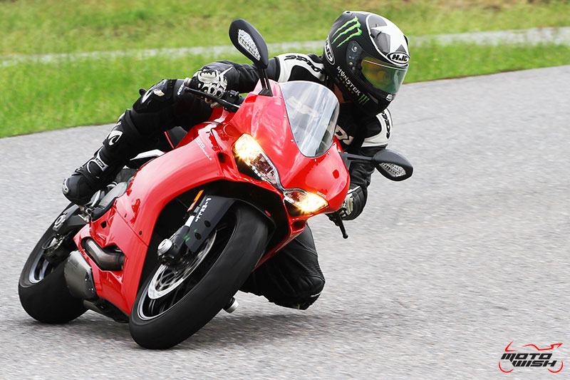Review : Ducati 959 Panigale หล่อ หรู แบบมีเอกลักษณ์   MOTOWISH 81