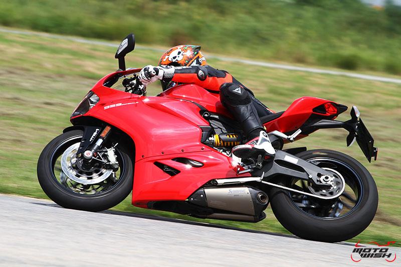 Review : Ducati 959 Panigale หล่อ หรู แบบมีเอกลักษณ์   MOTOWISH 83
