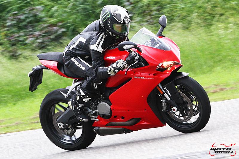 Review : Ducati 959 Panigale หล่อ หรู แบบมีเอกลักษณ์   MOTOWISH 88