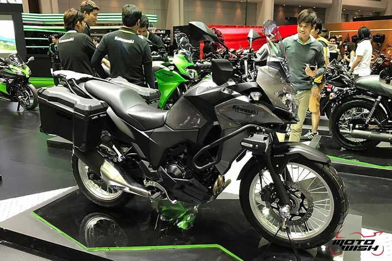 Motowish Moto Expo 2016Versys X 300 10 - เจาะรายละเอียด Kawasaki Versys-X 300 ทัวร์ริ่งน้องเล็ก สเป็คไม่น้อยหน้าพี่ใหญ่ (Motor Expo 2016) - เปิดตัวอย่างเป็นทางการในงาน Motor Expo 2016 กับรถสไตส์ทัวร์ริ่งที่พาโลดแล่น และพร้อมลุยไปกับทุกสภาพถนน อย่าง Versys-X 300 ที่มีดีกรีไม่แพ้พี่ใหญ่ในตระกูล Versys รุ่นอื่นๆ ตัวรถควบคุมได้ง่ายทั้งพละกำลัง และน้ำหนัก ให้ความพร้อมในการผจญภัยได้ทุกเมื่อ