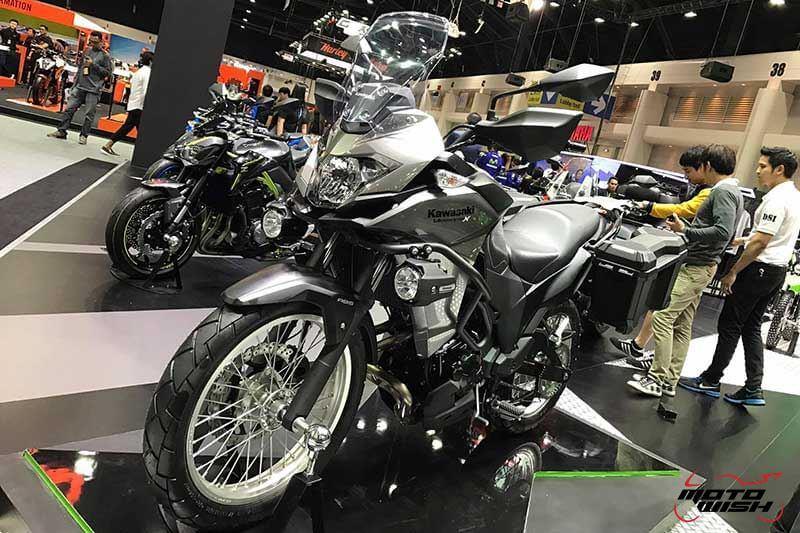 Motowish Moto Expo 2016Versys X 300 2 - เจาะรายละเอียด Kawasaki Versys-X 300 ทัวร์ริ่งน้องเล็ก สเป็คไม่น้อยหน้าพี่ใหญ่ (Motor Expo 2016) - เปิดตัวอย่างเป็นทางการในงาน Motor Expo 2016 กับรถสไตส์ทัวร์ริ่งที่พาโลดแล่น และพร้อมลุยไปกับทุกสภาพถนน อย่าง Versys-X 300 ที่มีดีกรีไม่แพ้พี่ใหญ่ในตระกูล Versys รุ่นอื่นๆ ตัวรถควบคุมได้ง่ายทั้งพละกำลัง และน้ำหนัก ให้ความพร้อมในการผจญภัยได้ทุกเมื่อ