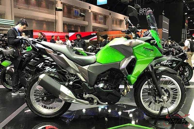 Motowish Moto Expo 2016Versys X 300 8 - เจาะรายละเอียด Kawasaki Versys-X 300 ทัวร์ริ่งน้องเล็ก สเป็คไม่น้อยหน้าพี่ใหญ่ (Motor Expo 2016) - เปิดตัวอย่างเป็นทางการในงาน Motor Expo 2016 กับรถสไตส์ทัวร์ริ่งที่พาโลดแล่น และพร้อมลุยไปกับทุกสภาพถนน อย่าง Versys-X 300 ที่มีดีกรีไม่แพ้พี่ใหญ่ในตระกูล Versys รุ่นอื่นๆ ตัวรถควบคุมได้ง่ายทั้งพละกำลัง และน้ำหนัก ให้ความพร้อมในการผจญภัยได้ทุกเมื่อ