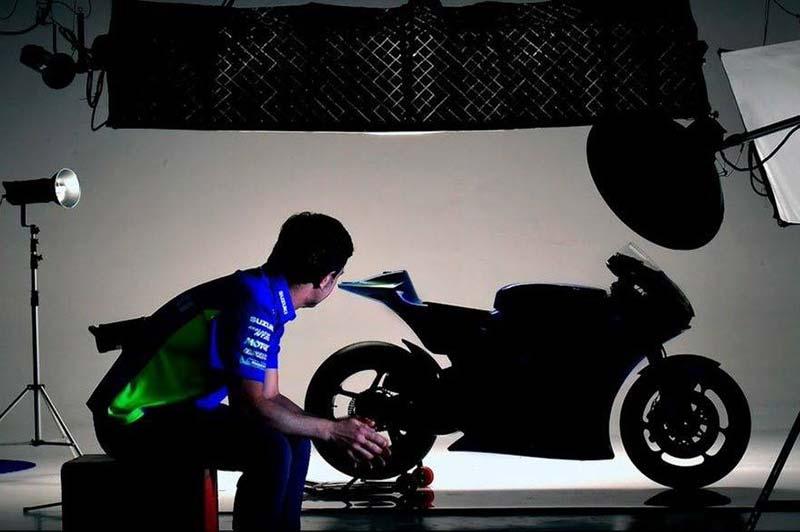 Team Suzuki Ecstar MotoGP เตรียมเปิดตัวรถ Suzuki GSX-RR 2017 ลงชิงชัยคู่ต่อสู้ | MOTOWISH 7