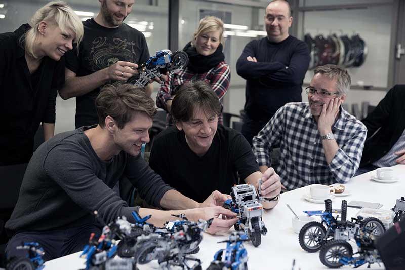MW-BMW-Motorrad-Lego-Hover-Ride-Design-Concept-6