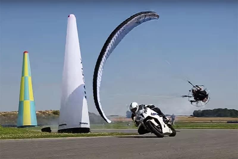 พารามอเตอร์ เข้าโค้งแบบร่มเช็ดพื้นไล่กวด BMW S1000RR สุดมันส์ !!! | MOTOWISH 79