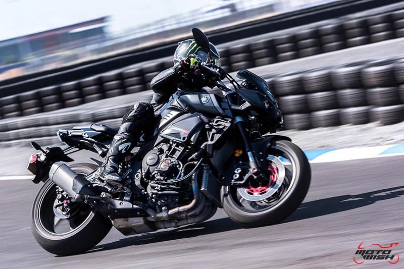 รีวิว Yamaha MT-10 Super Naked Transformers แรงส์ หลุด ทะลุจอ | MOTOWISH 12