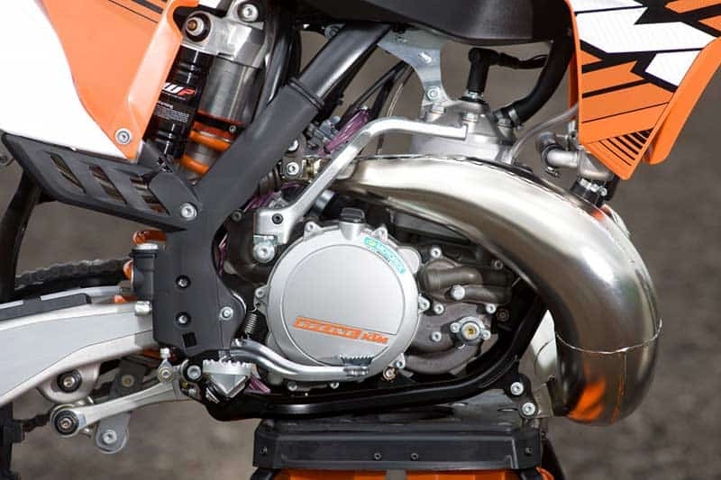 KTM-EXC-2018-two-stroke-fuel-injection-1