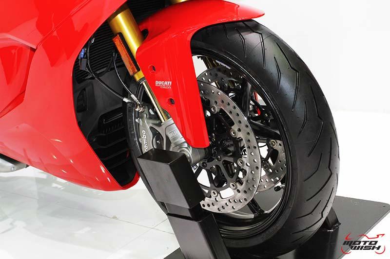 MotoWish-2017-Ducati-SuperSport-S-Price-11