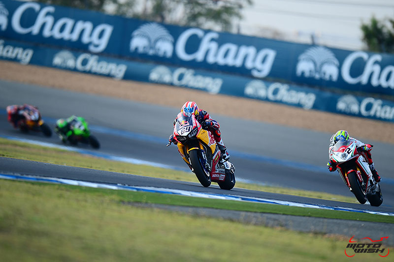 MotoWish-ThaiWorldSBK-2017-Action-Shot-3