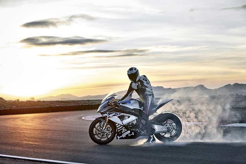 สุดตะลึง หล่อ แรง โหด!! เปิดโฉมหน้า BMW HP4 Race พร้อมรายละเอียด | MOTOWISH 21