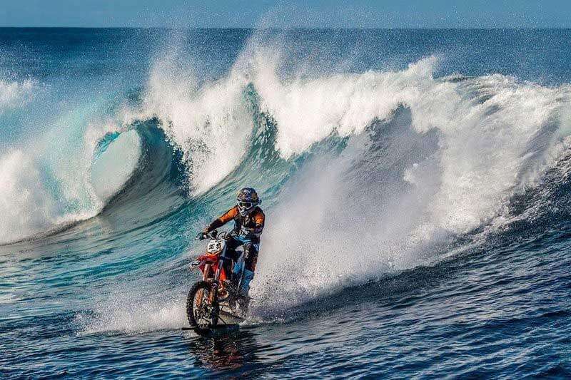 มันส์ สะท้านทรวงไปกับ Robbie Maddison สร้างสถิติโลกใหม่ ขี่จักรยานยนต์บนผิวน้ำยาว 31.8 กม. | MOTOWISH 157