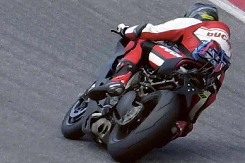 หลุดให้เห็นเต็มๆ ว่าที่ Ducati เครื่องยนต์ V4 ขณะทดสอบในสนาม | MOTOWISH 55