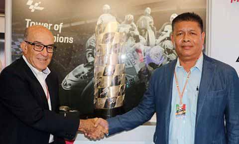MotoWish 2018 MotoGP Thailnad Event - ยืนยันชัดเจน ประเทศไทยได้สิทธิ์จัด MotoGP 2018-2020 แน่นอน ชาวไทยเตรียมเฮเล็ง เดือนตุลาคม!!! - ชาวไทยเตรียมเฮสนั่น แชร์กระจาย เมื่อประเทศไทยได้รับสิทธิ์เป็นเจ้าภาพจัดการแข่งขัน รถจักรยานยนต์ทางเรียบชิงแชมป์โลก MotoGP 2018 - 2020 รวมระยะเวลา 3 ปี ติดต่อกันตามสัญญา โดยสนามแรกคาดจะเริ่มแข่งขันกันวันที่