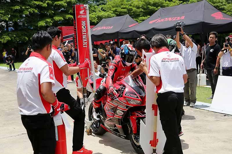 MotoWish-AP-Honda-Racing-Thailand-Suzuka-Endurance-8-HRs-2017-3