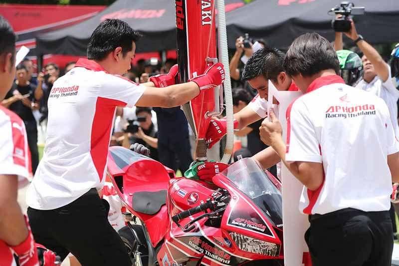 MotoWish-AP-Honda-Racing-Thailand-Suzuka-Endurance-8-HRs-2017-4
