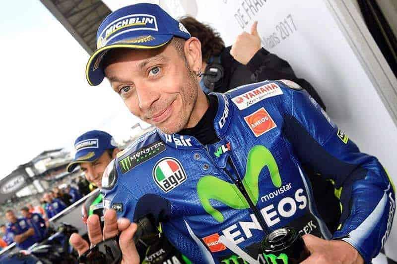 """Rossi - """"วาเลนติโน่ รอสซี่"""" ผ่านการทดสอบความฟิต พร้อมพิชิต MotoGP Mugello - หลังจากมีข่าวให้สาวกชาวสองล้อได้ตกใจกับการประสบอุบัติเหตุขณะฝึกซ้อมโมโตครอส ของแชมป์โลก 9 สมัย """"วาเลนติโน่ รอสซี่"""" จนต้องรีบหามส่งโรงพยาบาลเป็นการด่วน"""