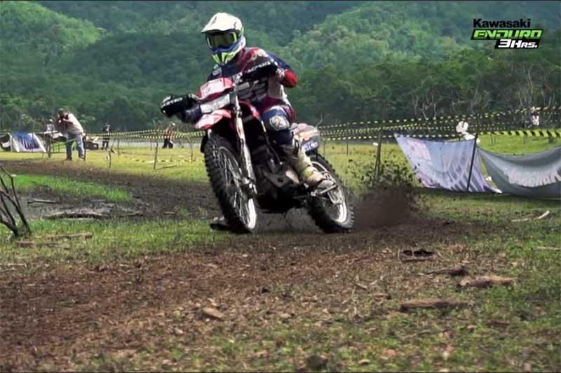 "Kawasaki Euduro 3 Hrs. อยากขี่รถทางเรียบแบบ ""สไลด์เข้าโค้ง"" ต้องไปฝึกทักษะ ""ทางฝุ่น"" | MOTOWISH 157"