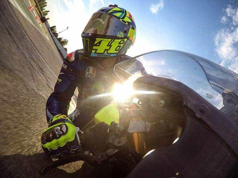 """ดูกันให้หายคิดถึง กับลีลาควบ """"Yamaha R6"""" ของ """"Valentino Rossi"""" ในสนามโกคาร์ท มิซานิโน่   MOTOWISH 73"""
