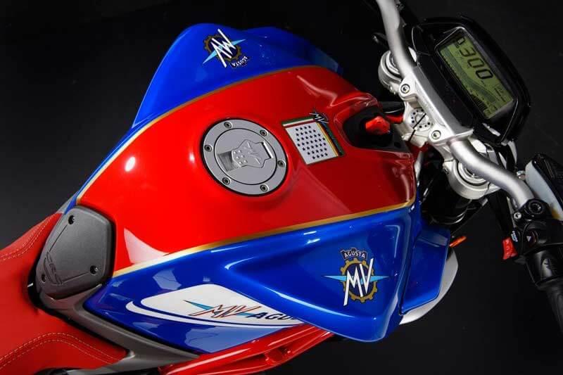 """MV Agusta เผยโฉมรถเวอร์ชั่นพิเศษ Brutale 800 """"America"""" สีสันสุดติ่ง มีเพียง 50 คันในโลก   MOTOWISH 158"""