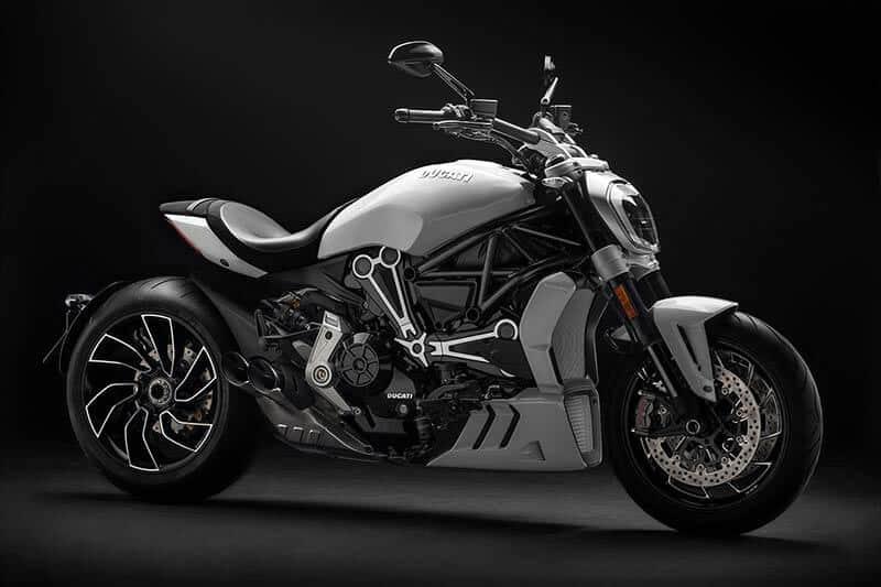 """Ducati xdiavel 1 - Ducati เผยภาพ """"XDiavel S"""" สีใหม่ """"Iceberg White"""" สวยสะพรั่ง ดั่งนางฟ้า - Ducati เผยภาพ XDiavel S สีใหม่ต้อนรับปี 2018 ด้วยสี Iceberg White นอกจากได้รับสีใหม่แล้ว ยังได้รับการปรับปรุงระบบกันสะเทือนใหม่ด้วย เพื่อให้ผู้ขับขี่ และผู้ซ้อนได้รับความสะดวกสบายมากขึ้น"""