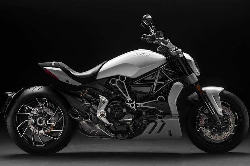 """Ducati xdiavel 2 - Ducati เผยภาพ """"XDiavel S"""" สีใหม่ """"Iceberg White"""" สวยสะพรั่ง ดั่งนางฟ้า - Ducati เผยภาพ XDiavel S สีใหม่ต้อนรับปี 2018 ด้วยสี Iceberg White นอกจากได้รับสีใหม่แล้ว ยังได้รับการปรับปรุงระบบกันสะเทือนใหม่ด้วย เพื่อให้ผู้ขับขี่ และผู้ซ้อนได้รับความสะดวกสบายมากขึ้น"""