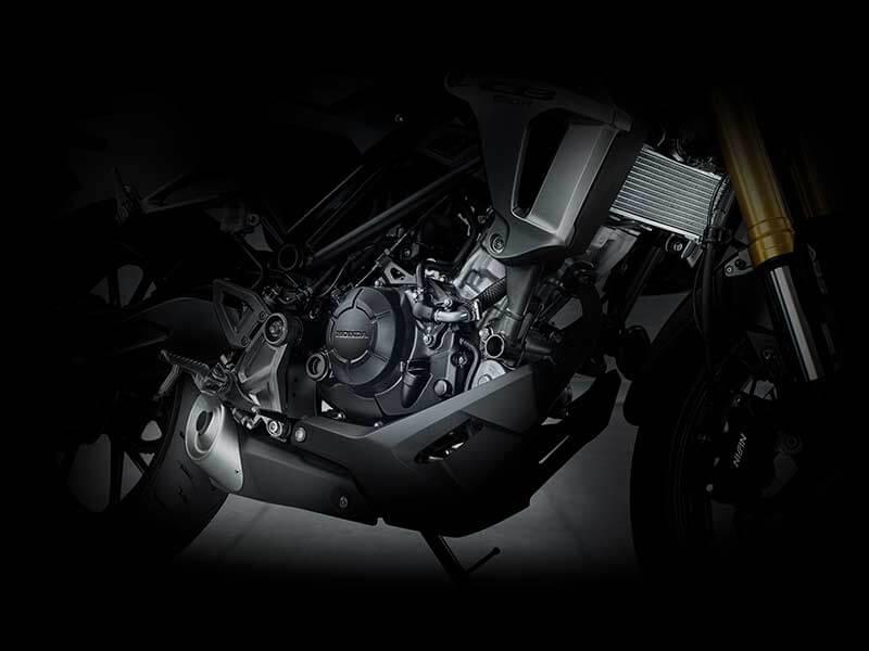 "Honda CB150R Engine new - เปิดตัวครั้งแรกในโลก Honda CB150R ทั้งรุ่นธรรมดา และรุ่นตกแต่งพิเศษ พร้อมรายละเอียดแบบจัดเต็ม - บริษัท เอ.พี. ฮอนด้า จำกัด ตอกย้ำผู้นำตลาดอันดับหนึ่งในไทย จัดงาน ""The ExMotion World Premier Launch"" เปิดตัวครั้งแรกของโลกกับ Honda CB150R สุดยอดรถจักรยานยนต์สายพันธุ์สปอร์ตที่ผสมผสาน"