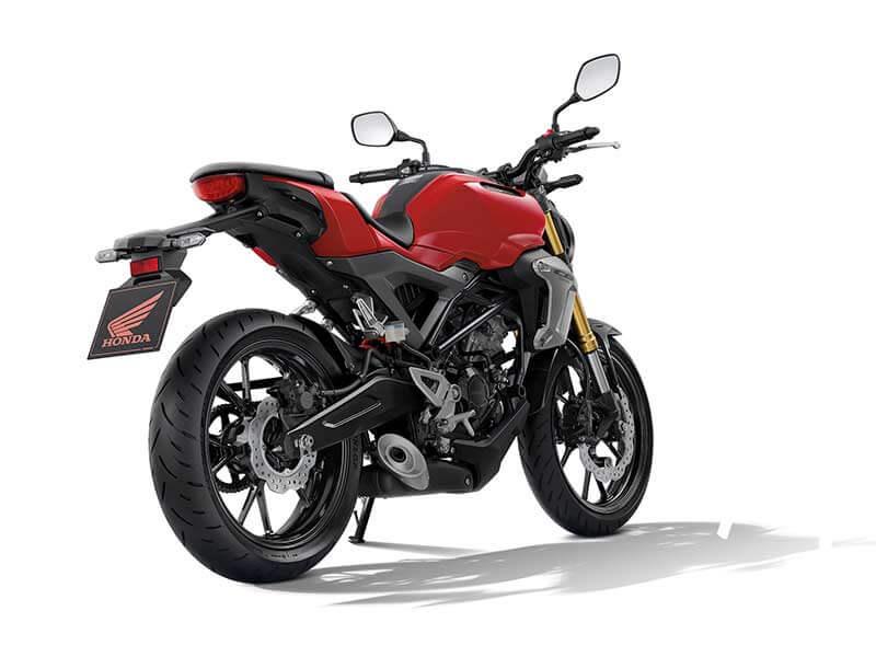 "Honda CB150R Styling 2 - เปิดตัวครั้งแรกในโลก Honda CB150R ทั้งรุ่นธรรมดา และรุ่นตกแต่งพิเศษ พร้อมรายละเอียดแบบจัดเต็ม - บริษัท เอ.พี. ฮอนด้า จำกัด ตอกย้ำผู้นำตลาดอันดับหนึ่งในไทย จัดงาน ""The ExMotion World Premier Launch"" เปิดตัวครั้งแรกของโลกกับ Honda CB150R สุดยอดรถจักรยานยนต์สายพันธุ์สปอร์ตที่ผสมผสาน"