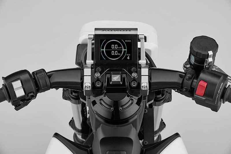 Honda Riding Assist e concept 2017 4 - Honda Riding Assist-e concept รถไฟฟ้าทรงตัวด้วยตัวเอง เตรียมเผยโฉมใน Tokyo Motor Show เดือนหน้า - Honda Riding Assist-e concept รถต้นแบบอีกหนึ่งคันจากค่ายปีกนก ที่จะยกไปแสดงในงาน Tokyo Motor Show ในเดือนตุลาคมที่จะถึงนี้ สำหรับรถรุ่นนี้ทาง Honda ยังไม่ได้พูดถึงการขับขี่